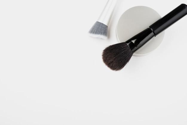 Bovenaanzicht van cosmetica met kopie ruimte