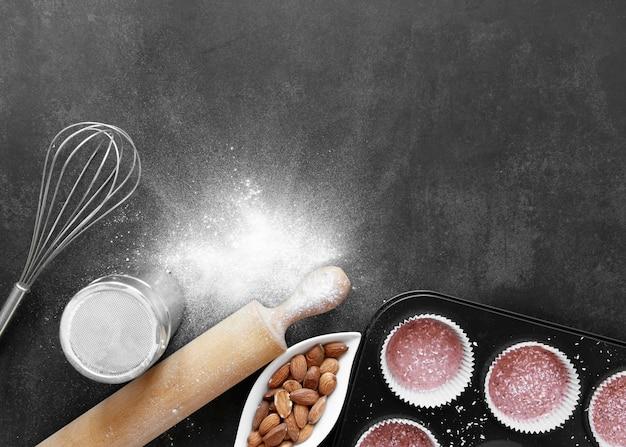 Bovenaanzicht van cupcakes concept met kopie ruimte