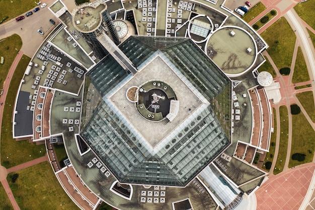 Bovenaanzicht van de nationale bibliotheek in minsk