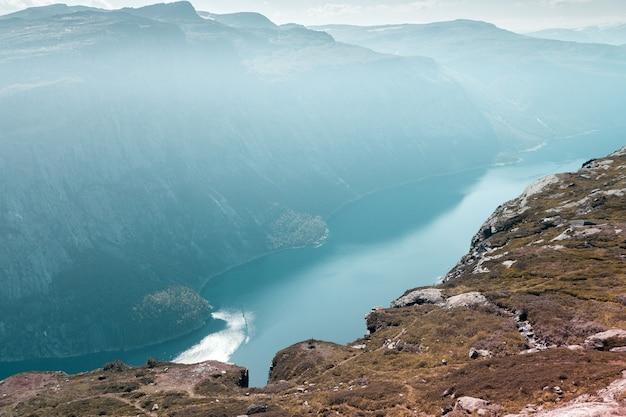 Bovenaanzicht van de noorse fjord