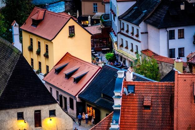 Bovenaanzicht van de prachtige architectuur van de straten van cesky krumlov