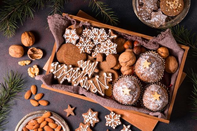 Bovenaanzicht van de selectie van kerstdesserts