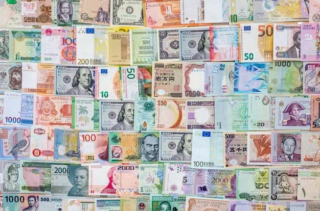 Bovenaanzicht van de wereldbankbiljettencollectie.