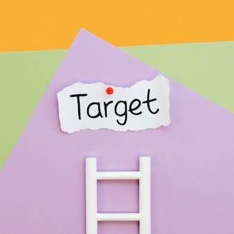 Bovenaanzicht van doel op papier met ladder