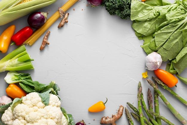 Bovenaanzicht van een mix van groenten