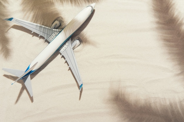 Bovenaanzicht van een wit vliegtuig