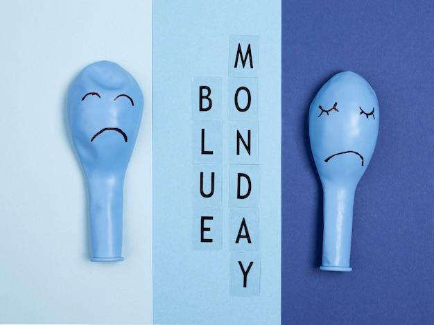 Bovenaanzicht van frowny ballonnen voor blauwe maandag