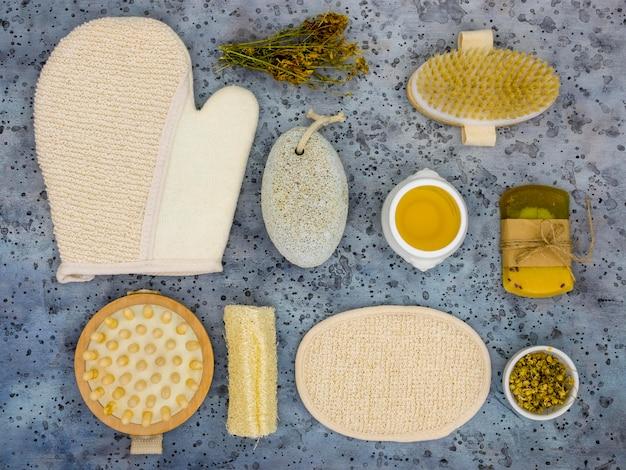 Bovenaanzicht van geneeskrachtige kruiden en specerijen
