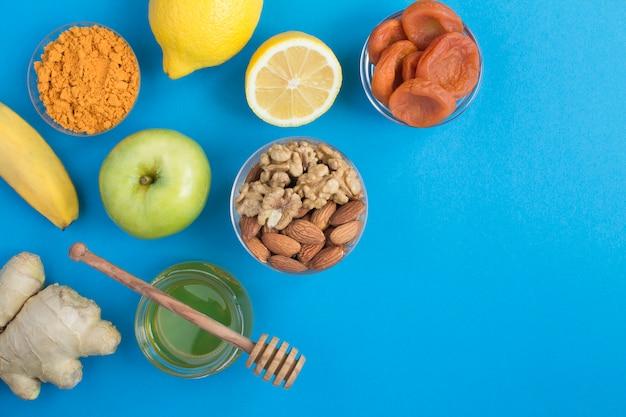 Bovenaanzicht van gezonde producten voor het versterken van de immuniteit