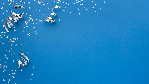 Bovenaanzicht van glitter carnaval linten met kopie ruimte