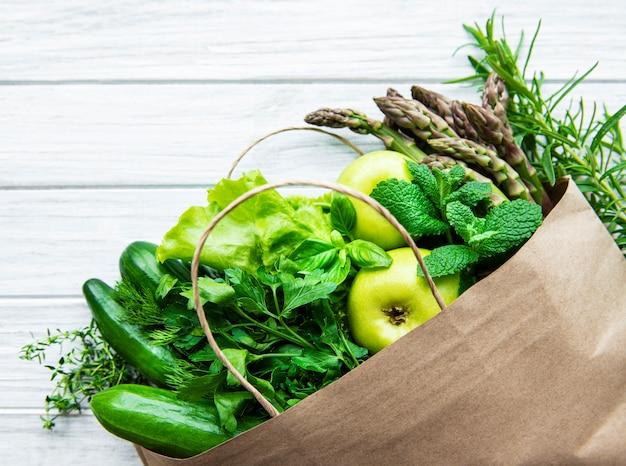 Bovenaanzicht van groene groenten, plat lag