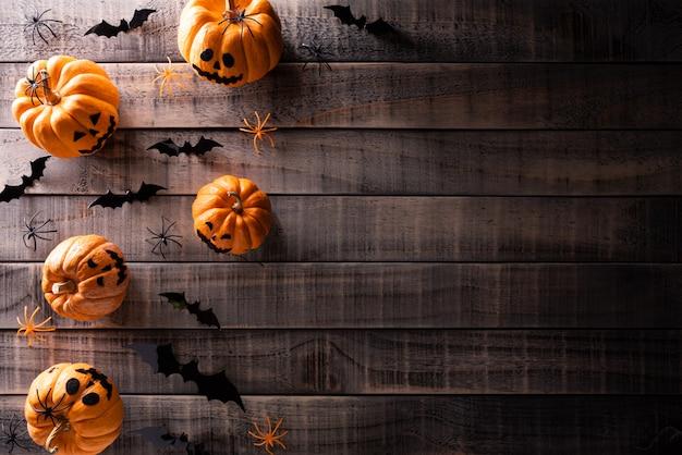 Bovenaanzicht van halloween ambachten achtergrond met kopie ruimte voor tekst.