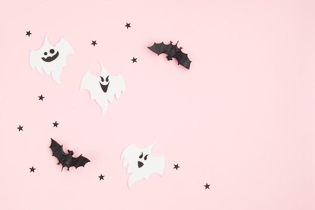 Bovenaanzicht van halloween-decoratie met spoken