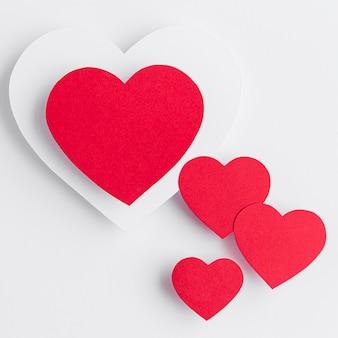 Bovenaanzicht van harten arrangement met kopie ruimte