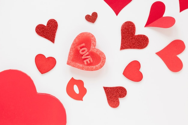 Bovenaanzicht van harten voor valentijnsdag