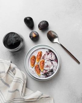 Bovenaanzicht van heerlijk gezond ontbijt