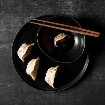 Bovenaanzicht van heerlijke dumplings concept