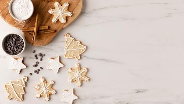 Bovenaanzicht van heerlijke koekjes met kopie ruimte