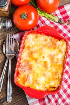 Bovenaanzicht van heerlijke lasagne
