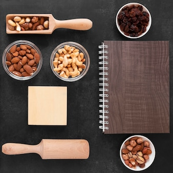 Bovenaanzicht van heerlijke noten met kopie ruimte