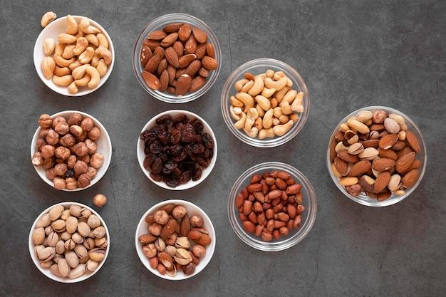 Bovenaanzicht van heerlijke notenregeling