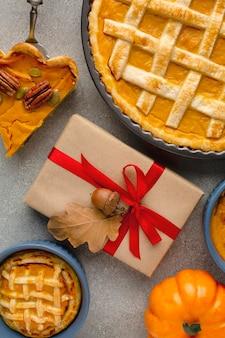 Bovenaanzicht van heerlijke thanksgiving pompoentaart