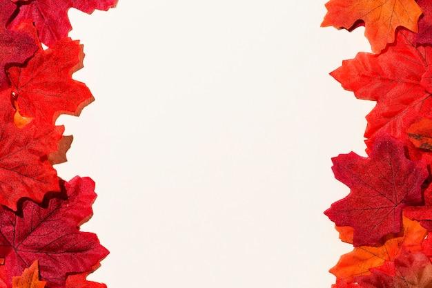 Bovenaanzicht van herfstbladeren frame