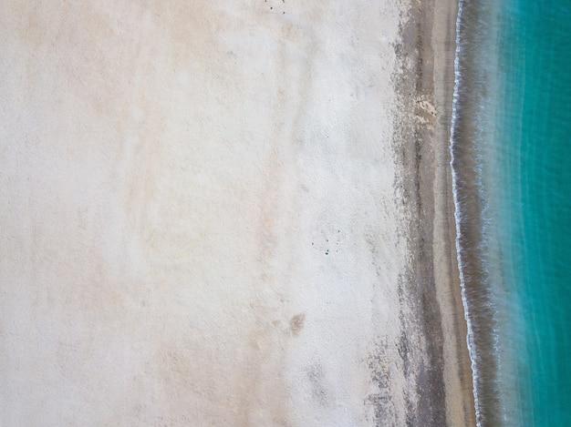 Bovenaanzicht van het strand