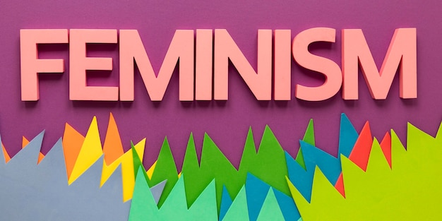 Bovenaanzicht van het woord feminisme voor vrouwendag