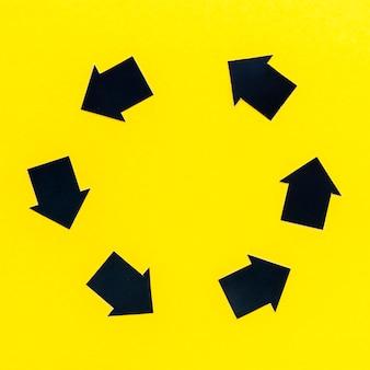 Bovenaanzicht van kleine pijl in cirkel