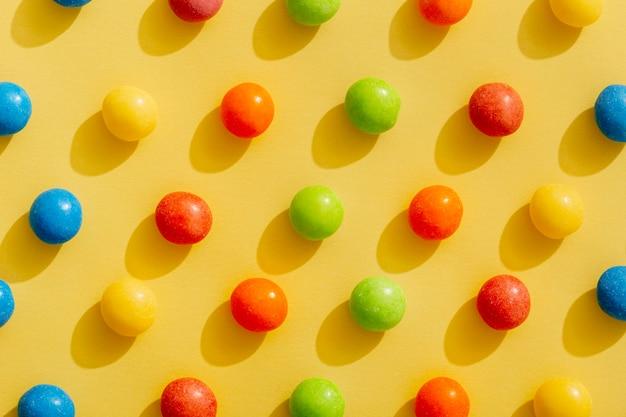 Bovenaanzicht van kleur gerangschikt jellybeans