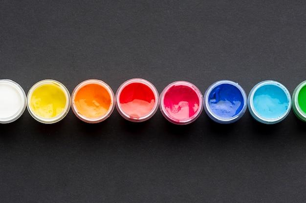 Bovenaanzicht van kleurrijke aquarel regeling