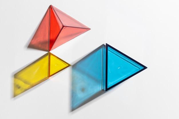 Bovenaanzicht van kleurrijke doorschijnende vormen