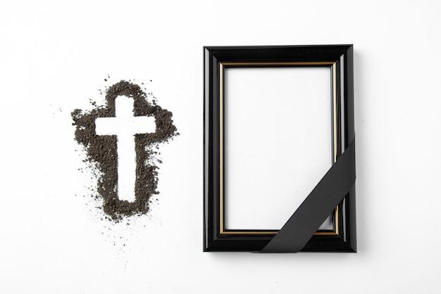 Bovenaanzicht van kruisvorm met afbeeldingsframe op wit