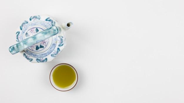 Bovenaanzicht van matcha-thee