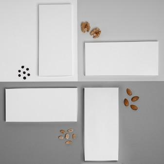 Bovenaanzicht van meerdere chocoladerepen verpakking met noten