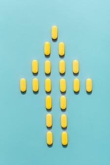 Bovenaanzicht van menselijke vorm gemaakt van pillen