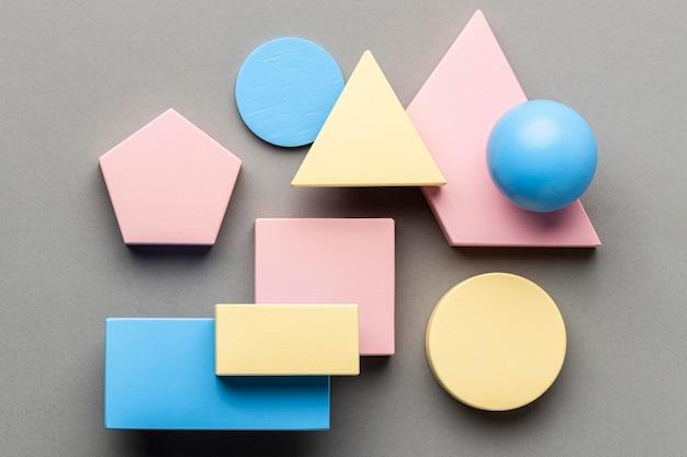 Bovenaanzicht van minimalistische geometrische figuren