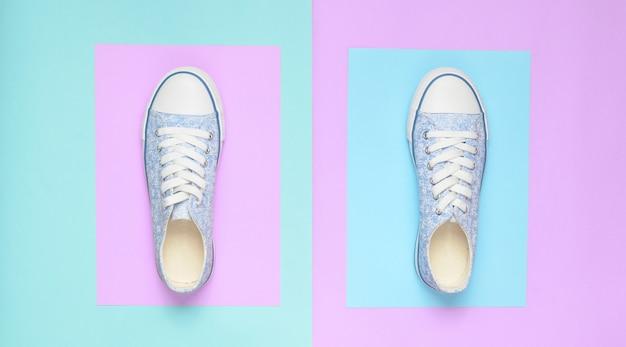 Bovenaanzicht van modieuze vrouwelijke sneakers