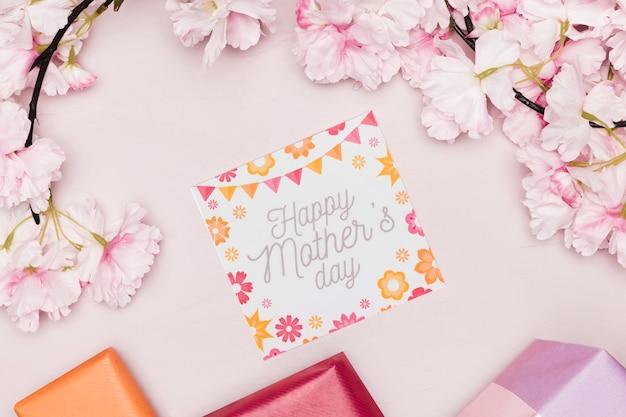 Bovenaanzicht van moederdag kaart met bloemen