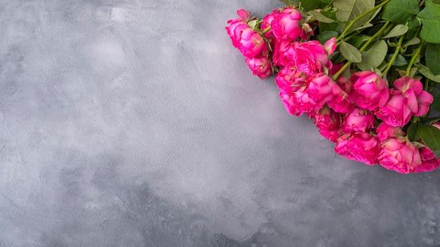 Bovenaanzicht van mooie roze rozen