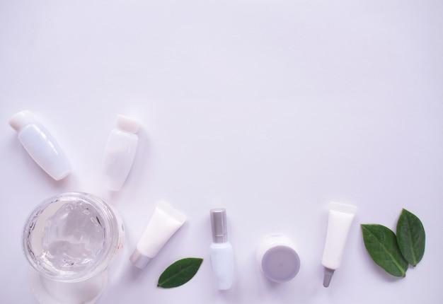 Bovenaanzicht van natuurlijke cosmetica.