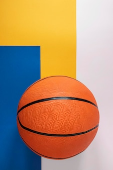 Bovenaanzicht van nieuwe basketbal met kopie ruimte