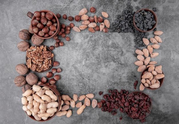 Bovenaanzicht van noten met kopie ruimte