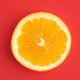 Bovenaanzicht van oranje schijfje
