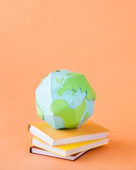 Bovenaanzicht van papier aarde concept