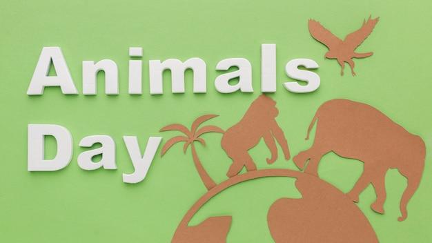 Bovenaanzicht van papieren dieren met planeet voor dierendag