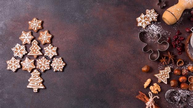 Bovenaanzicht van peperkoekkoekjes met noten