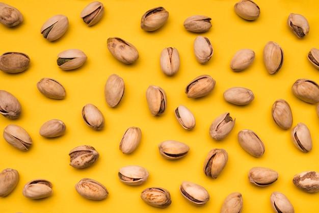 Bovenaanzicht van pistache arrangement