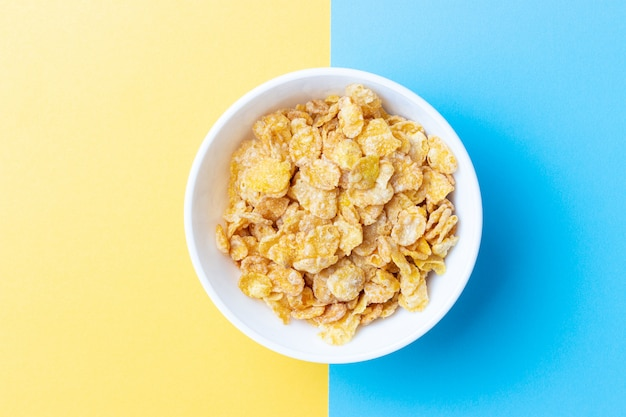 Bovenaanzicht van plaat met ontbijtgranen